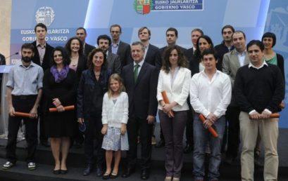 Entrega de diploma Ikerbasque al investigador del GPAC Javier García Iñañez