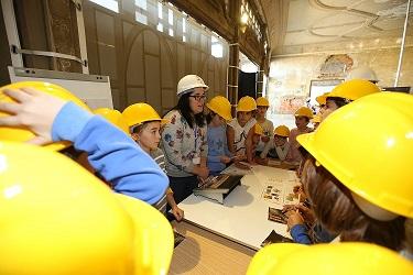 Estudiantes de 5º y 6º de Primaria se acercan a la ciencia en las Galerías Punta Begoña durante Zientzia Astea